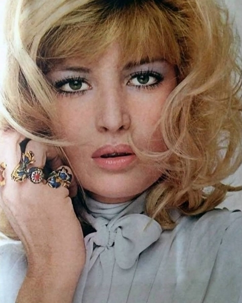 600full-monica-vitti.jpg